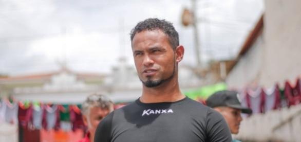 Goleiro Bruno vai dar aula de futebol em Varginha, Minas Gerais