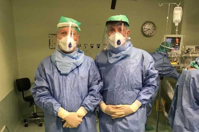 Trabajadores de HM Hospitales se protegen frente a contagios de coronavirus.