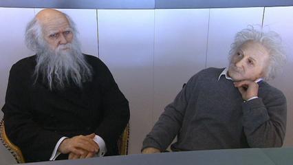 statue Einstein e Darwin