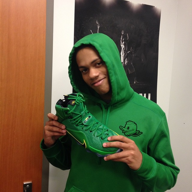 lebron-12-oregon-ducks-01