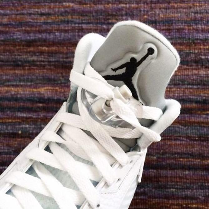 white-metallic-jordan-5-04