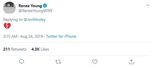 La risposta di Renee Young al tweet di Moxley
