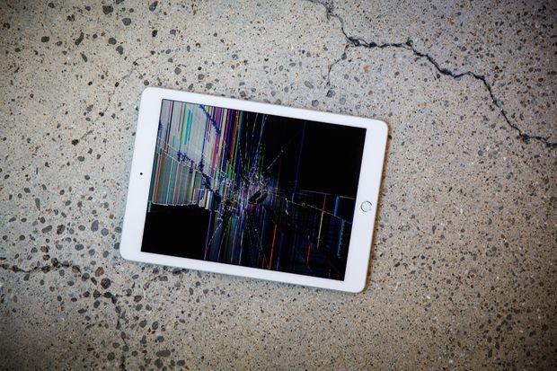 Diese Journalistin zerschmetterte die iPads ihrer Kinder gegen einen Tisch als Strafe für das Spielen von Fortnite