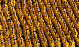 Image of a crowd to represent sampling