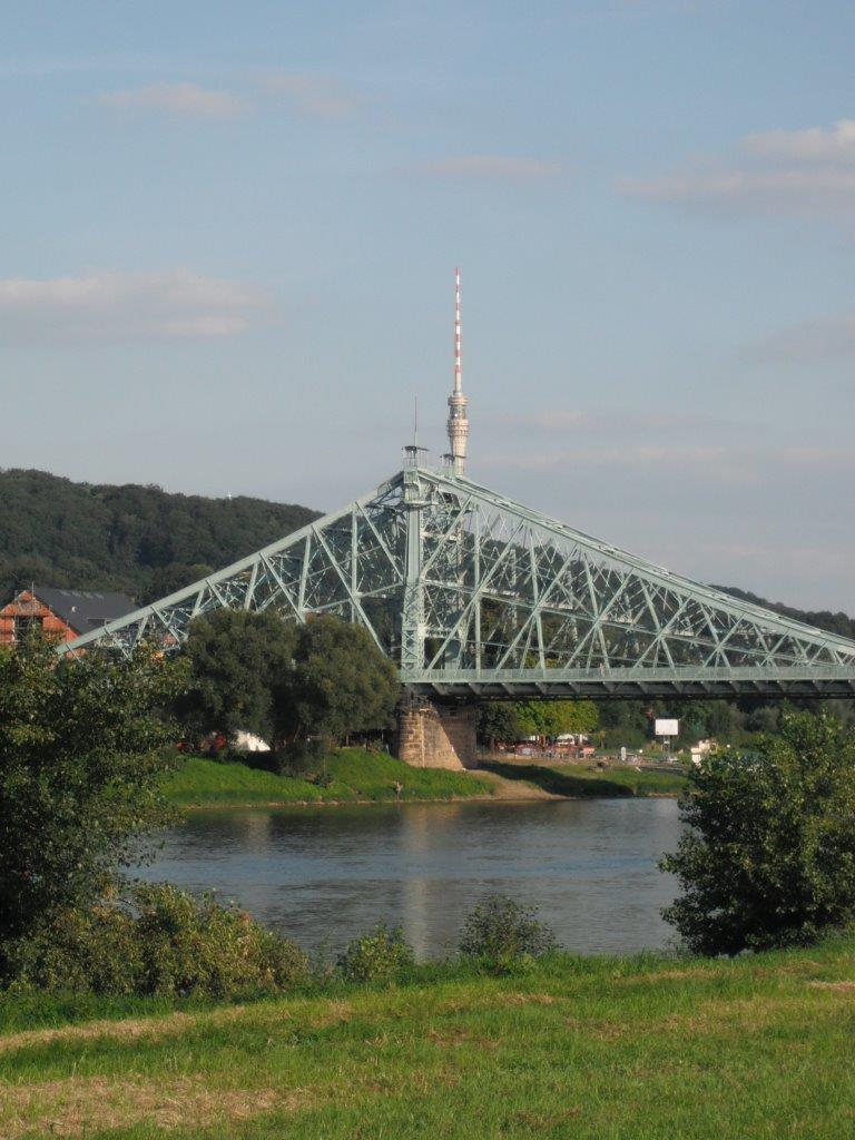 Was wissen Webseitenbesucher über Dresdner Brücken – und was nicht?