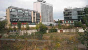 Wiener Loch an der Prager Straße, Dresden; Blick auf das Pullmann-Hotel