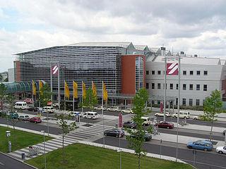Flughafen Dresden, Terminal (vom Parkhaus aus gesehen)