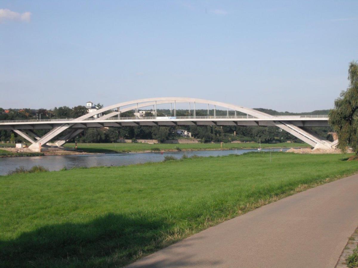 Dresdner Waldschlösschenbrücke und Leipziger Citytunnel im Google-Vergleich