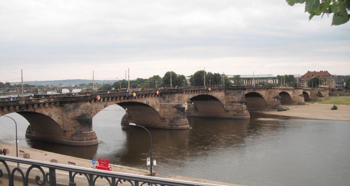 Die Augustusbrücke in Zahlen