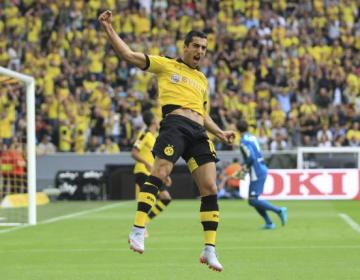 Borussia Dortmund's Henrikh Mkhitaryan celebrates a goal against Borussia Moenchengladbach during their Bundesliga first division soccer match in Gelsenkirchen, Germany August 15, 2015.  REUTERS/Ina Fassbender