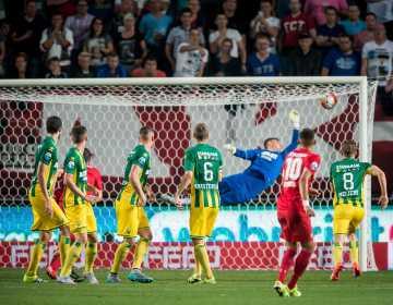 2015-08-15 00:00:00 ENSCHEDE, FC Twente - ADO Den Haag, Eredivisie , Voetbal, Stadion Grolsch Veste, Seizoen 2015 / 2016, 15-08-2015, FC Twente speler Hakim Ziyech scoort de 1-2, doelpunt.