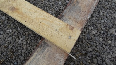 Spojení desky s nožičkou