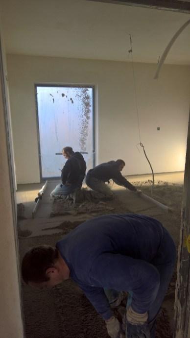 Rovnání betonu v podlaze