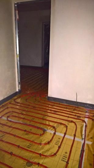 Položené podlahové topení spirálovým stylem
