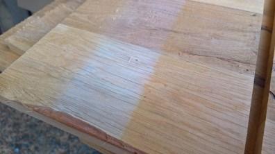 Zežloutnutí dřeva vlivem slunečního záření
