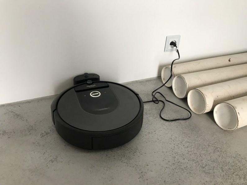 iRobot Roomba i7 v nabíjecí stanici
