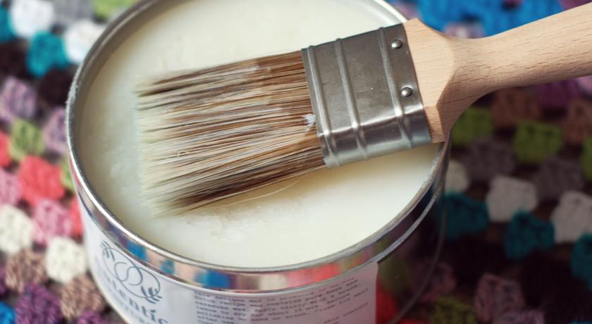 Tin of Autentico clear wax
