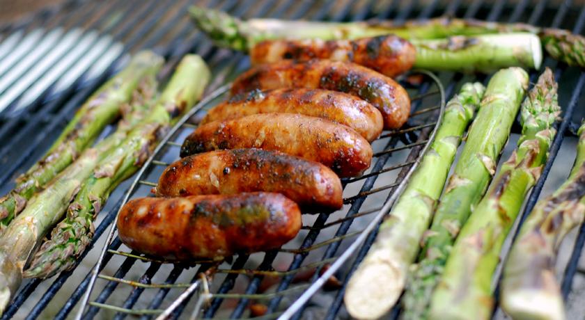 Golden, crispy sausages and fresh asparagus