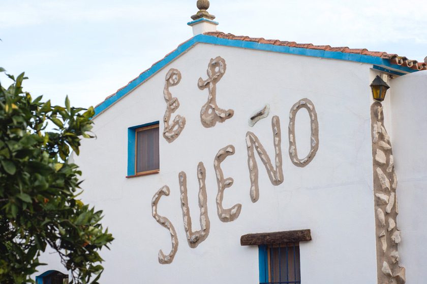 El Sueno written in brick