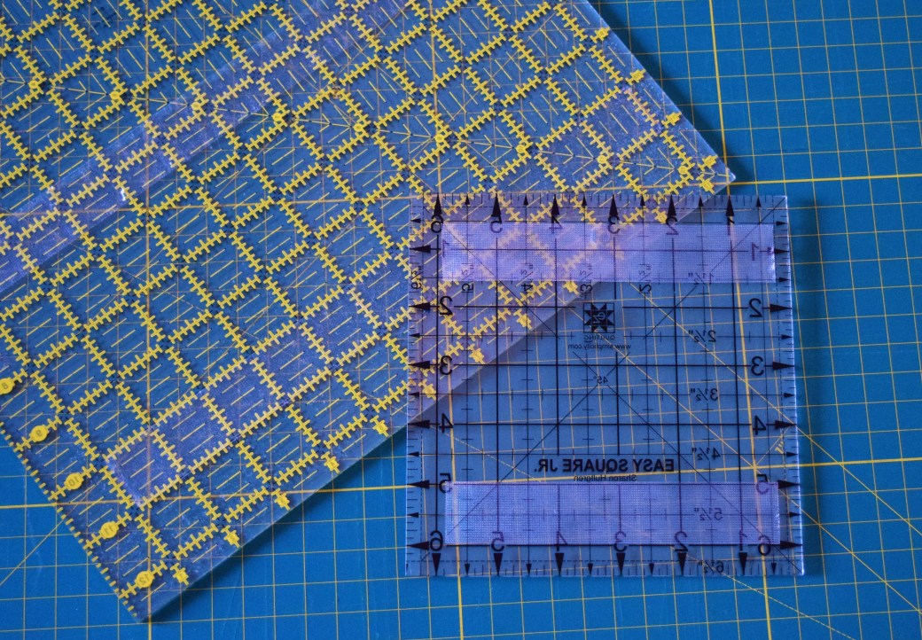 Check out this incredible super SIMPLE hack to stop your ruler from sliding! Super simple hack that makes a world of difference when trying to cut straight fabric! Repin now for later!