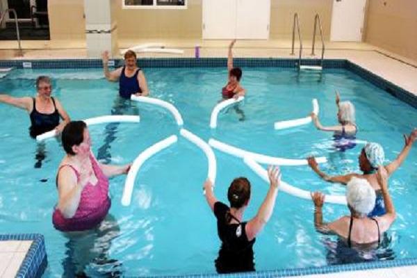 Exercice d'eau chaude pour le soulagement de la douleur due à la fibromyalgie