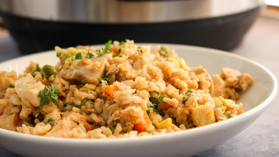 Easy 1 pot chicken fried rice #stayfitmom #friedrice #macrofriendly #instantpot