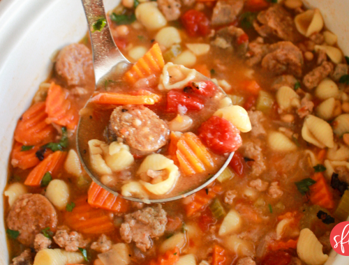 macro friendly soups, stews, and chili you need this fall. #stayfitmom #macrorecipes #soup #stew #chili