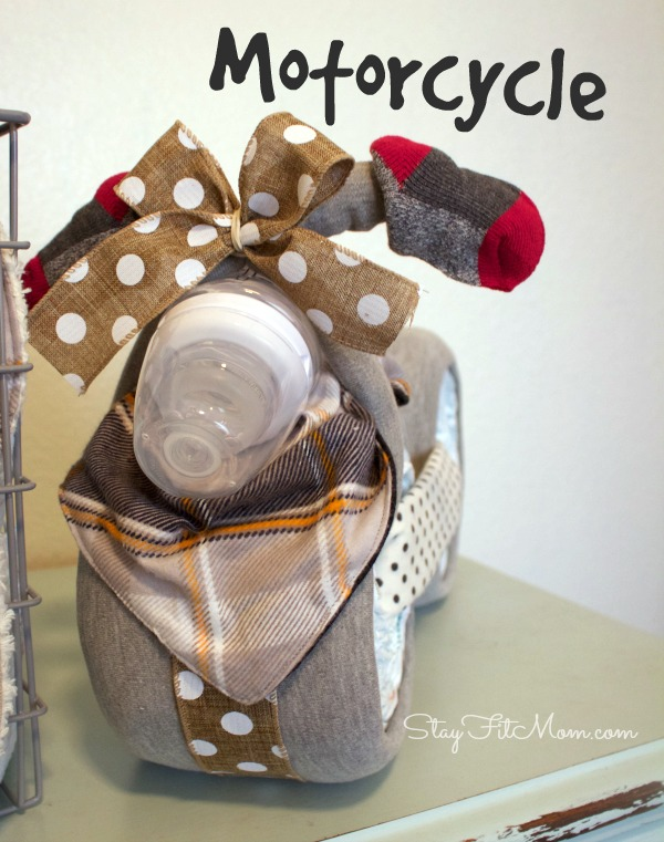 Cute diaper motorcycle for a boy. This would be cute for a baby shower.