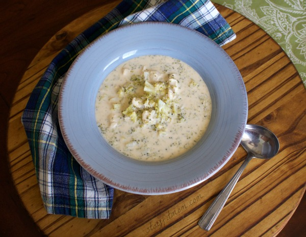 One Pot Creamy Chicken and Broccoli Soup