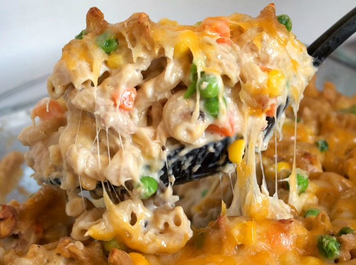 high protein, macro friendly tuna casserole the whole family will love!