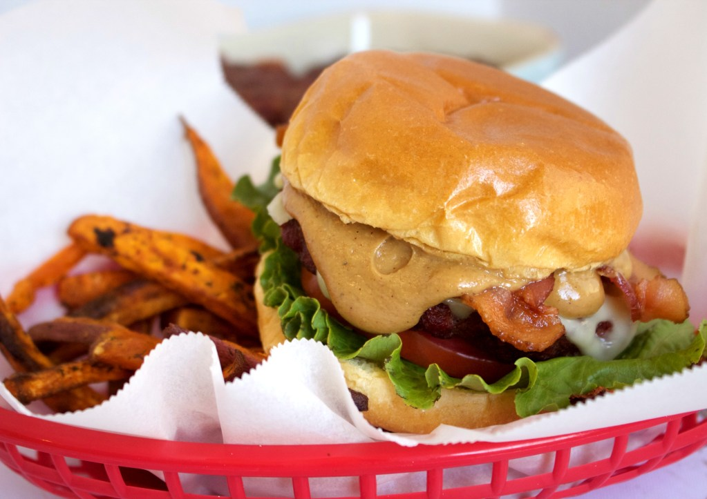 The best burger I've ever had! This macro friendly burger is to die for! A MUST TRY!