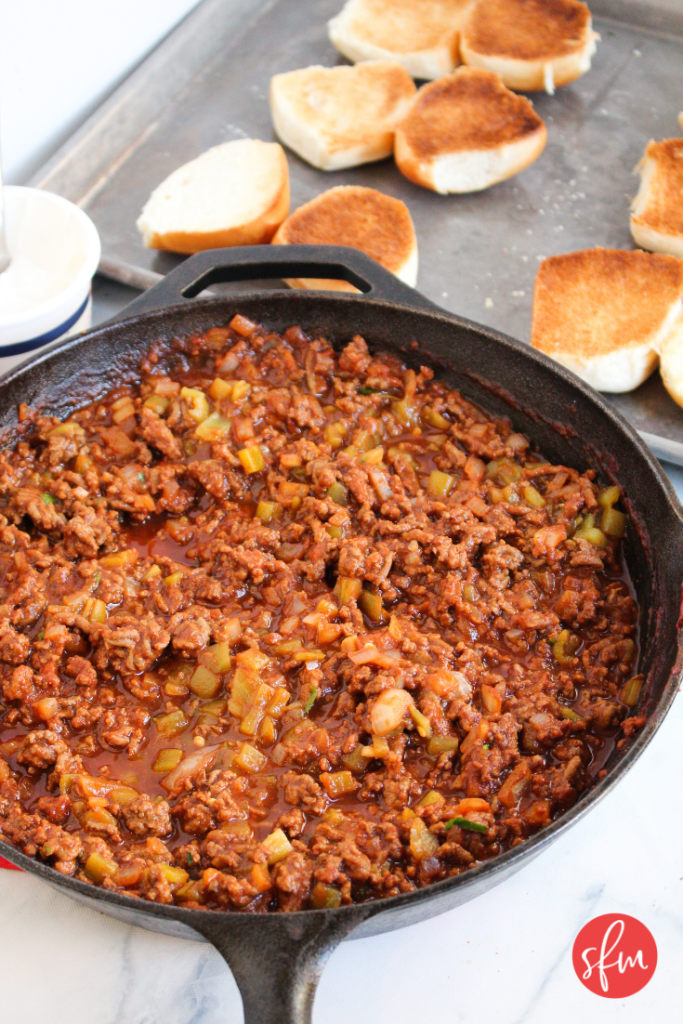 Macro friendly Sloppy Joes your whole family will love. #stayfitmom #sloppyjoe #macrofriendlyrecipe #dinnerrecipe