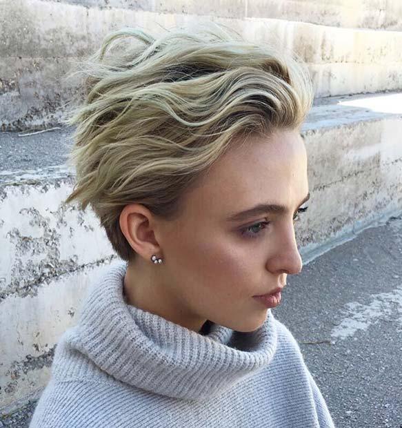 Chic Short Blonde Haircut