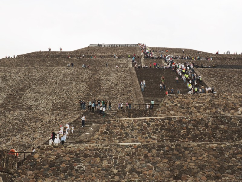 This is a view of the massive Pyramid of the Sun/ Teotihuacan. The pyramid itself is over 240+ feet and is one of the largest ancient structures in Mesoamerica. | Stay gold Autumn