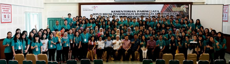 Foto bersama di hari kedua pelatihan SDM Kepariwisataan di STBA-PIA yang juga dihadiri oleh Bapak Dr. Sofyan Tan