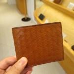 ボッテガヴェネタ風の編み込み二つ折り財布 マットーオリヴェートパースのレビュー