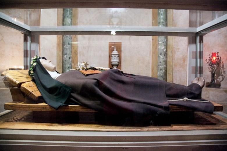 St Clara body