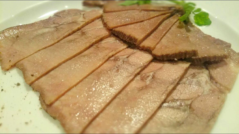 ステーキの前菜 牛タンのハム仕立て