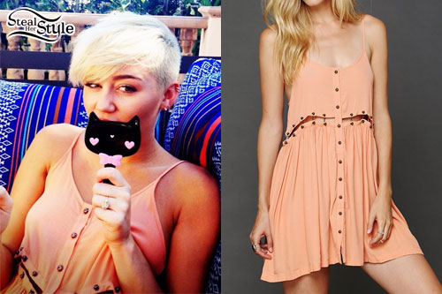 Miley Cyrus: Peach Buttoned Dress
