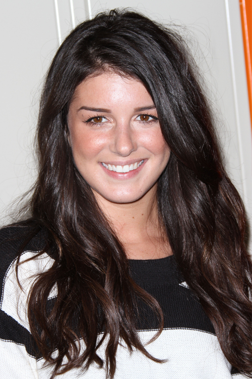 Shenae Grimes Hairstyles Amp Hair Colors Steal Her Style