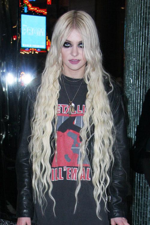 Taylor Momsen Wavy Platinum Blonde Extensions Hairstyle