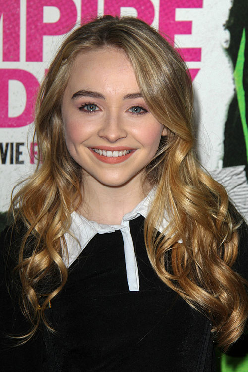 Sabrina Carpenter Wavy Honey Blonde Hairstyle Steal Her
