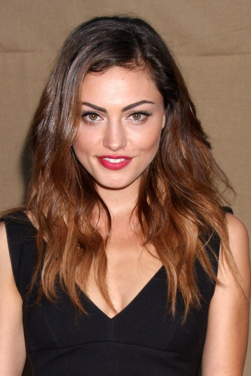 Phoebe Tonkins Hairstyles Amp Hair Colors Steal Her Style