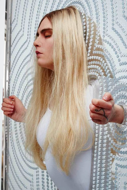 Cara Delevingnes Hairstyles Amp Hair Colors Steal Her Style