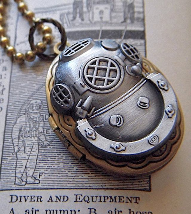 Steampunk Locket Necklace Diving Bell Helmet Vintage Brass Oval Nautical Diving Mas 1