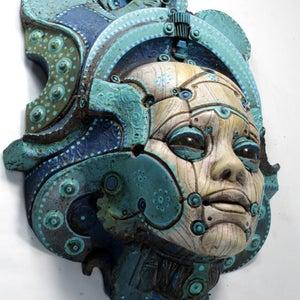 LONOS BETSOEDE. Painted robot portrait wall sculpture. Steampunk sculpture handmade by Tomàs Barceló. 4