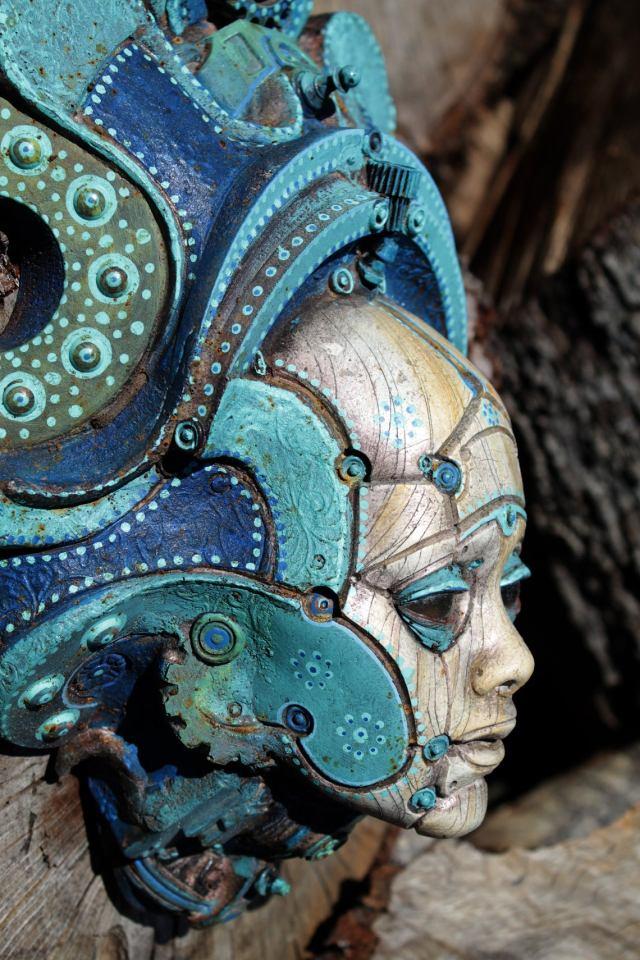 LONOS BETSOEDE. Painted robot portrait wall sculpture. Steampunk sculpture handmade by Tomàs Barceló. 5