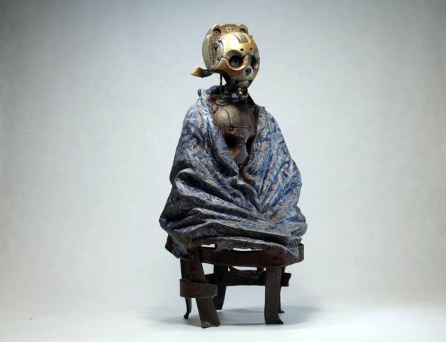 MALATU. Steampunk robot with a blue blanket. Sculpture by Tomàs Barceló. 1