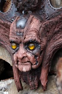 TARMAK QUIMBATTI. Old wooden robot wall sculpture by Tomas Barcelo. 5