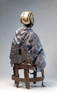 MALATU. Steampunk robot with a blue blanket. Sculpture by Tomàs Barceló. 4